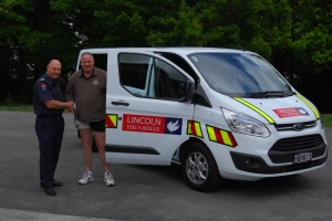 SFF Bruce Reid (L) with Craig Bradford from the Famous Grouse Hotel in Lincoln with the Brigade's new van.